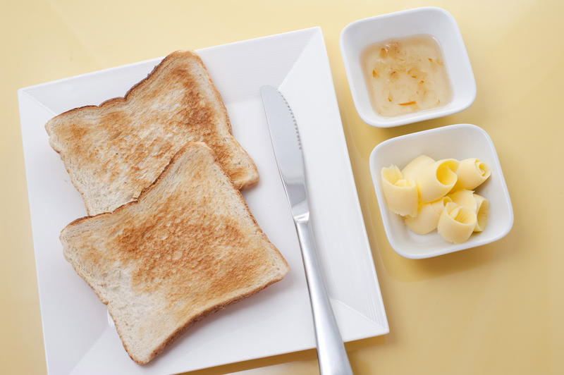 Fresh or toast with butter marmalade